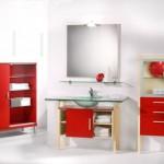 Badezimmer in Ahorn und roter Front