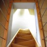 Raumspartreppe in massiver Buche. Platzsparende Treppenkonstruktionen in vielen verschiedenen Varriationen erhalten Ihnen nützlichen Wohnraum.