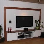 TV-Wand_Kirschbaum mit weißen Unterbau