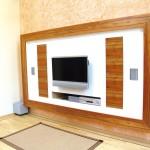 TV-Wand_indischer Apfel mit weißen Rückwand