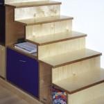 Treppen- Schrankkombination aus Multiplex, Handlauf anstatt Geländer.
