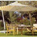 Sonnenschirme gibt es in rund oder eckig für den Garten oder Terrasse, ebenso für Veranstaltungen
